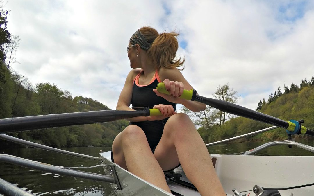 Look behind you! Learning to steer a sculling boat